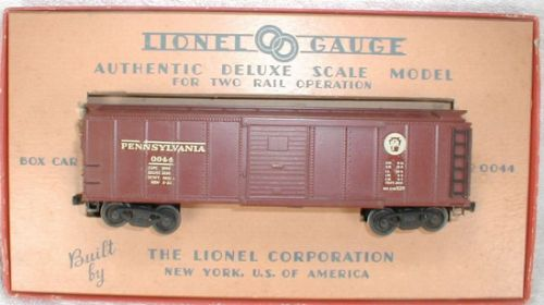 lionel oo44 boxcar in display box